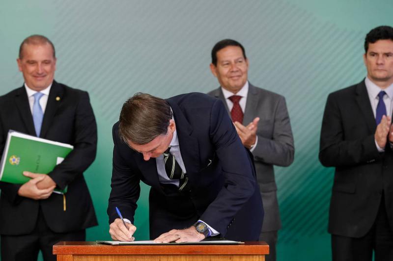 Enquete: Presidente Bolsonaro autoriza que igrejas funcionem durante pandemia, o que você pensa sobre isso?
