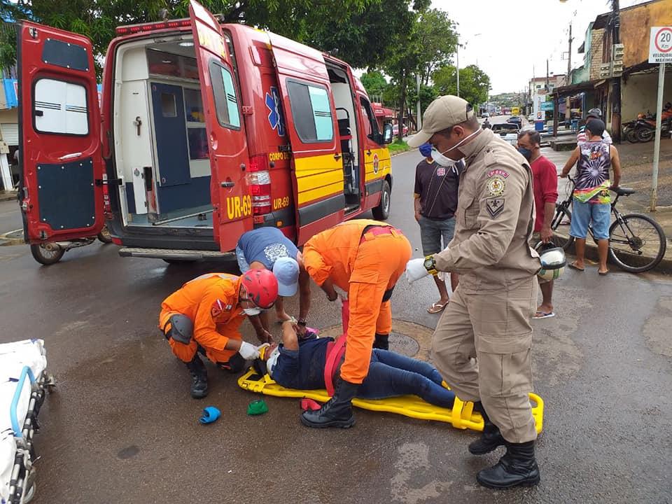 Acidente entre moto e bicicleta deixa uma mulher ferida em Altamira