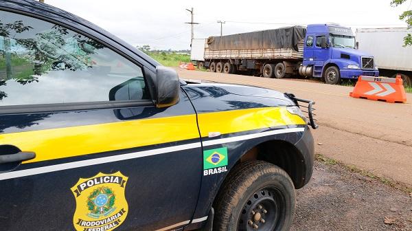 Três caminhões carregados com madeira irregular são apreendidos na região Transamazônica