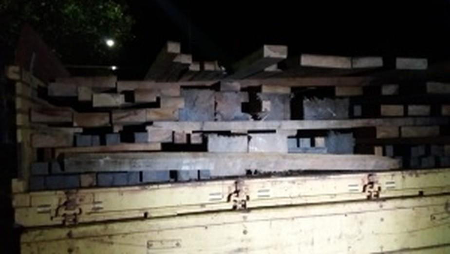 Caminhão transportando madeira ilegal é apreendido em Brasil Novo, no PA