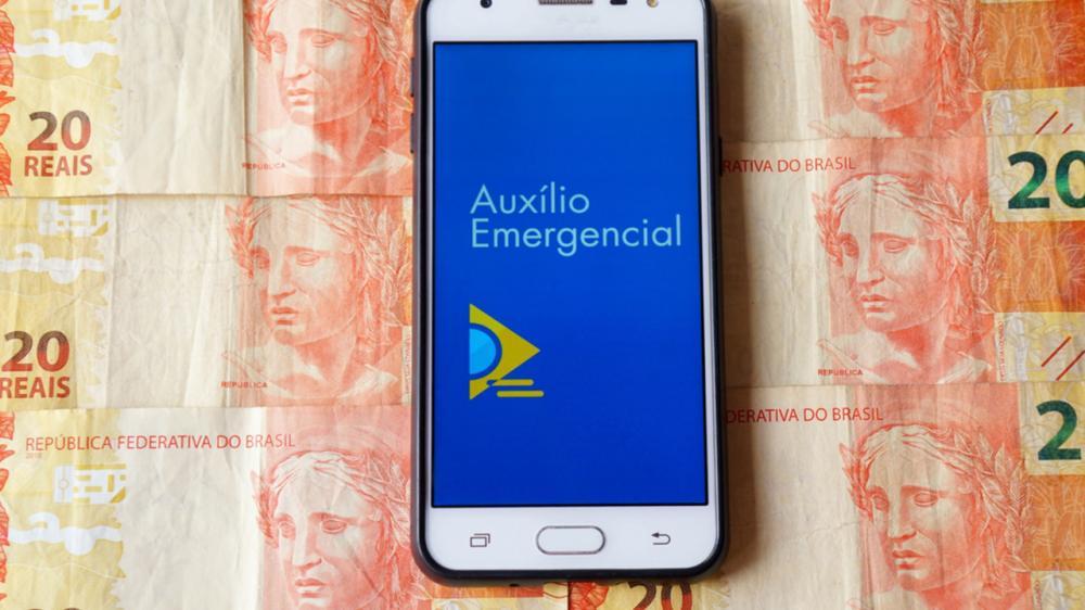 Bolsonaro promete vetar prorrogação do auxílio emergencial se congresso fixar em R$ 600.