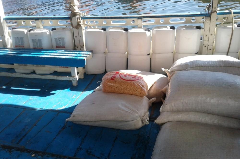 Carga de 400kg de camarão armazenada junto com agrotóxicos é apreendida em Santarém