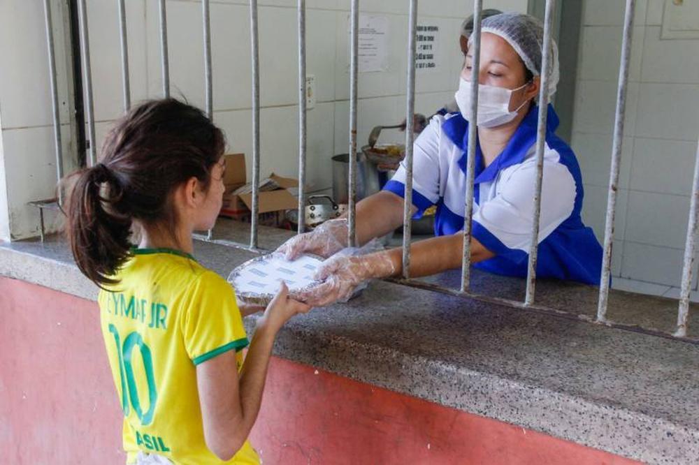 Helder anuncia liberação de cestas básicas para alunos da escola pública durante quarentena. (Foto: Marcelo Seabra / Agência Pará)