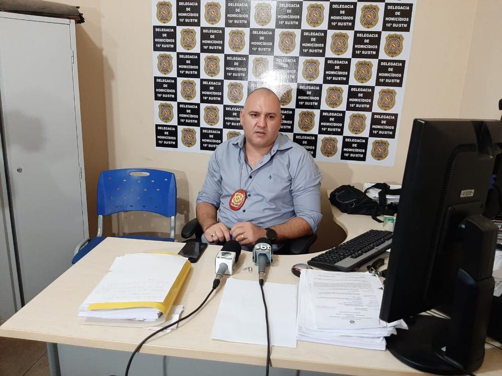 Delegado Gilvan Almeida falou sobre o duplo homicídio. (Foto: TV Tapajós)